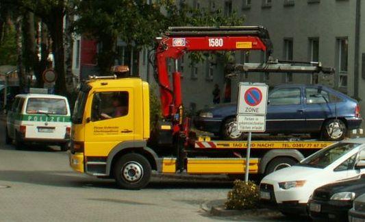 Abschleppfahrzeug der Firma Gelbricht in der Hansestadt Rostock