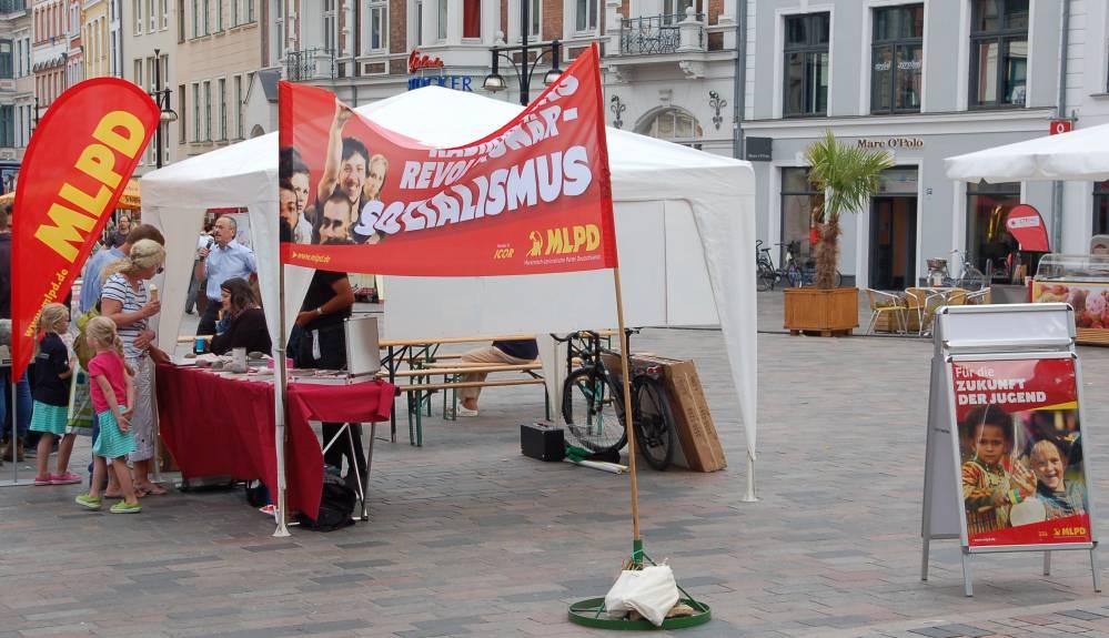 Informationssstand einer Partei im Bundestags-Wahlkamp